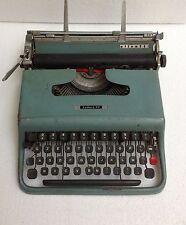 PORTABLE TYPEWRITER macchina scrivere OLIVETTI LETTERA 22 moma design nizzoli