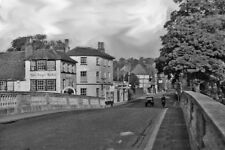 PHOTO  OXFORDSHIRE  HENLEY ON THAMES ACROSS BRIDGE OVER RIVER THAMES ON A423 195