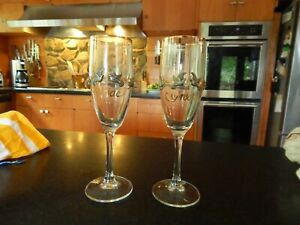 UNIQUE LOVELY Bride & Groom Toasting Champagne Flutes GOLD TRIM DOVES & FLOWERS