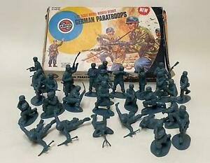 Vintage 1970s Airfix 1/32 Scale WWII German Paratroops - in Box - Good Condition