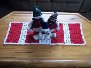 Christmas Table Runner Hand-Crocheted Candy Cane Striped Red & White 35""