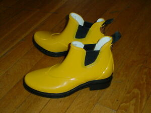 Ariat Waterproof Chelsea Boots Rubber Barn Boots Rain Boots Womens 6.5 Yellow