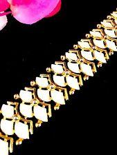 LOVELY 60'S CROWN TRIFARI GOLD-TONE WHITE ENAMEL SCALLOPED FAN LINK BRACELET