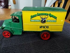 No.103 Deere Implement Company Truck Bank by Ertl