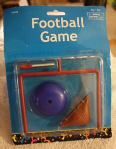 10 LOT FINGER FLICK FOOTBALL FIELD GOAL TOY GAME NEW SEALED PARTY FAVORS