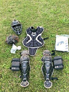 Under Armour intermediate Catcher Gear Age 11-15 mitt equipment Mizuno Rawlings