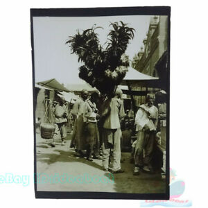 """Matted 8""""x6"""" Old Photograph feather duster peddler in late Qing China 1910s"""