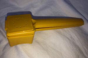 Vintage Tupperware Corn Hugger Butterer w Salt Shaker Yellow #1465 USA
