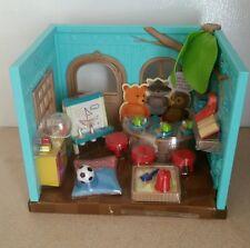 New Li'l Woodzeez Li'l Luvs & Hugs Nursery Play set works for calico critters