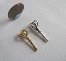 2 x DOLLHOUSE MINIATURE KING QUEEN CROWN SCEPTER STAFF WAND 1:12 1:24 1:48 SCALE