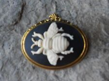 BEE (CREAM, BLACK) CAMEO ANTIQUE GOLD TONE BROOCH / PIN -BUMBLE BEE, HONEY, WASP