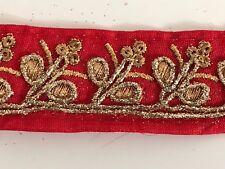 Hilo de oro antiguo indio atractivo Bordado de Encaje Floral Tela Rojo - 1 Mtr