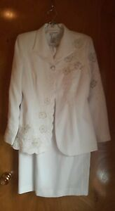 Justin Taylor 2 pc Floral Embroidery, Fully Lined ,White Jacket & Skirt Size 8