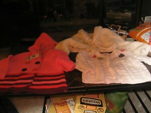 LOT OF  3 GIRLS 6 TO 12 MONTHS SWEATERS AND HALF JACKET