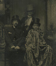 ANTIQUE VICTORIAN AMERICAN TOP HATS RUG TRIO YOUNG MEN CLOWNING TINTYPE PHOTO