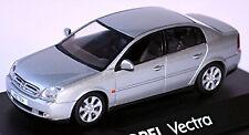 OPEL VECTRA C SEDÁN 4-türig 2002-05 plata plata metálico 1:43 Schuco