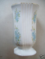 "Vintage Fine Quality Porcelain Gold Trim 5 3/4"" Tall Vase"