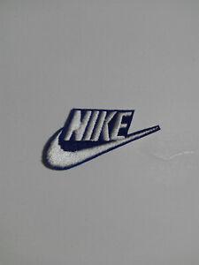 Parche bordado para PEGAR, Termoadhesivo estilo Nike 6/3 cm BLANCO fondo azul