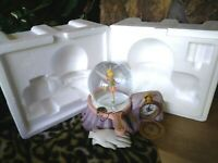 TINKER BELL DISNEY STORE MUSICAL PETER PAN SNOW GLOBE WITH CLOCK,BLOWER, NEW MIB