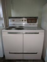 Fabulous Mid-Century Vintage Hotpoint Electric Stove, White w/Chrome, Works!