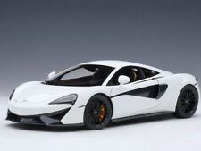 Autoart McLaren 570S 1:18 Model Car White / Black Wheels 76041