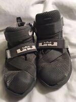 NIKE Boys Wrestling Shoes Gray Size 11C