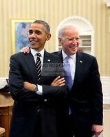 PRESIDENT BARACK OBAMA JOKES WITH JOE BIDEN - 8X10 PHOTO (CC-078)