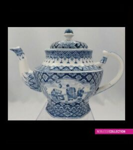 ANTIQUE CHINESE BLUE & WHITE PORCELAIN TEAPOT Signed