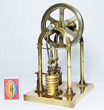 Magníficamente diseñado arañazos construido motor de vapor vertical en vivo