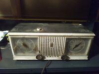 Vintage Zenith Clock Radio, Classic AM Radio, Model C519