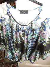 STYLISH FLORAL TOP BY M&CO SCOOP NECK 18 WORN ONCE IN  EXCEL COND **REDUCED**