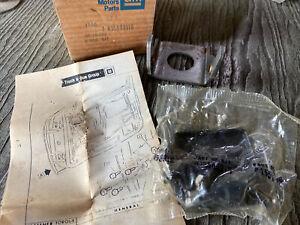 NOS 1982-92 Chevrolet S10 Lower Door Hinge 15589916