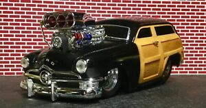 Muscle Machines 1:18 Raked & Slammed '50 Black Ford Woody from Build it Kit
