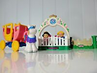 2003 Fisher Price Little People Night at the Ball Royal Horse Coach Set Playset