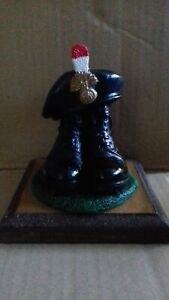 BOOTS AND BERET/ROYAL REGIMENT OF FUSILIERS/REGIMENT/ ARMY/MILITARIA