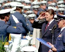 RONALD REAGAN AT AIR FORCE ACADEMY COMMENCEMENT IN 1984 - 8X10 PHOTO (FB-345)