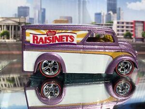 "2016 Hot Wheels Pop Culture Nestle ""Raisinets"" Dairy Delivery (Mint Loose)"