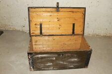 große alte Holzkiste Holz Truhe Kiste Schatzkiste Holztruhe Metallbeschlag