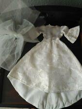 Vestido de novia, con su velo, de la NANCY de los años 70. FAMOSA.