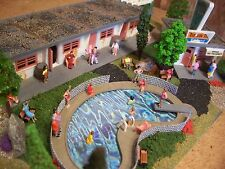 HO BUILDING Siesta Motel Diorama w/pool, Custom Weathered Built Up, Assembled