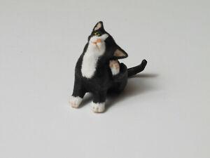 Dollhouse Falcon Miniature Black White Cat Scratching Ear 1:12 Scale Pet Animal