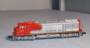 N SCALE TRAIN LOCOMOTIVE TRIX Santa Fe 405  RUNS AND LIGHTS AS SHOWN