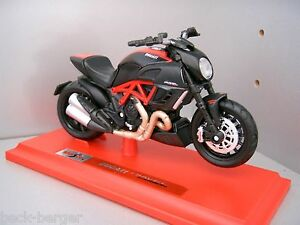Ducati Maisto Motorcycle Model Diavel 1200 1:18 Carbon Red Standing Model New