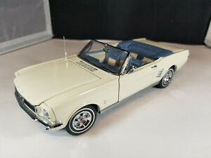 1966 Ford Mustang Convertible. Danbury Mint 1:24 Used. Beautiful. Mint.
