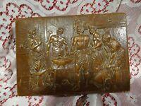 tres ancienne boite a  bijoux musicale ,cuir repoussé== jésus et ses apotres