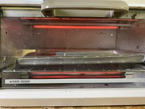 Black & Decker SpaceMaker Toaster Oven Under Cabinet Bake Broil TRO 200 TY2 O8
