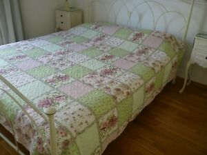 shabby roses,Pink & Green,Patchwork,light,Quilted Bedspread,215 x 220 cms.