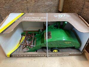 John Deere 1940 12A collectors edition combine Farm toy tractor nib 1/16