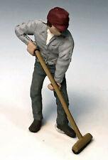 MAN PUSHING BROOM O On30 1:48 Model Railroad Diorama Painted Figure FRA1170