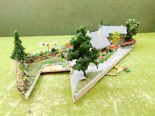 F04 Diorama H0 Wohnhäuser mit Garten und Preiser